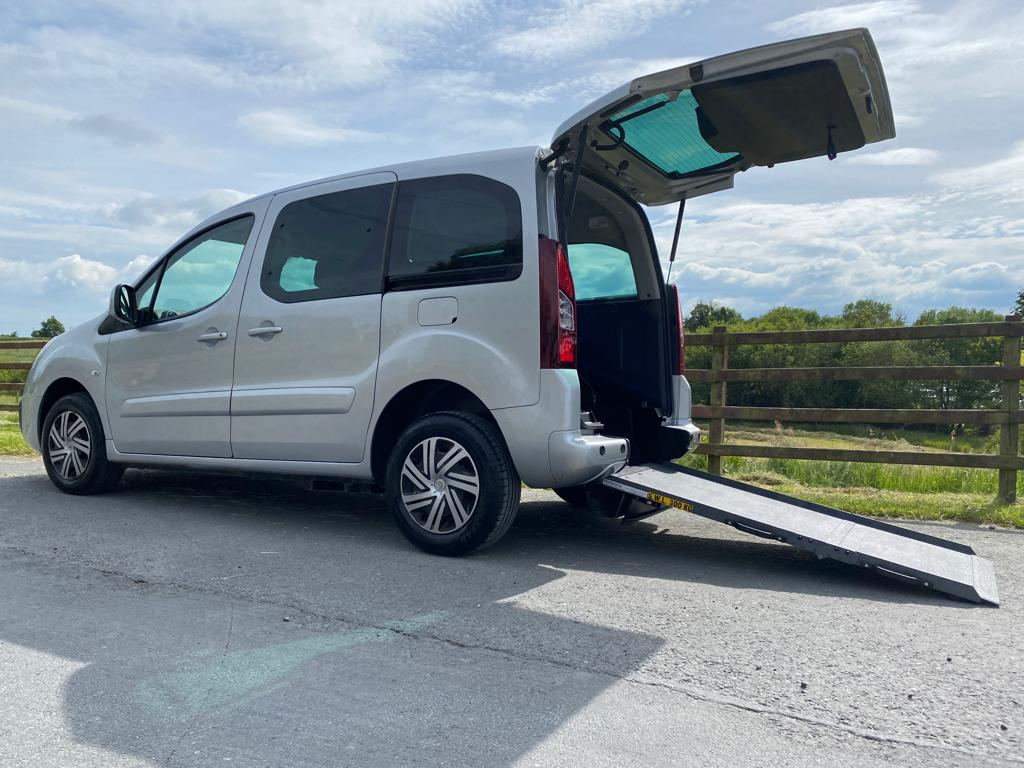 2017 Ford TOURNEO CONNECT GR TNIUM TDCIA