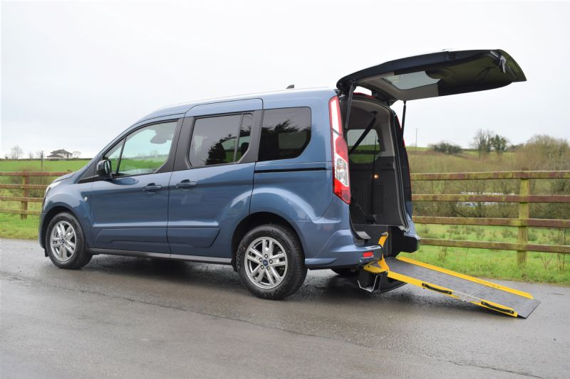 Ford Tourneo Connect Free 100ps EcoBlue Zetec Manual